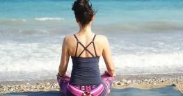 Einfache Yogaübungen sind ideal für Körper und Geist besonders während der Regel