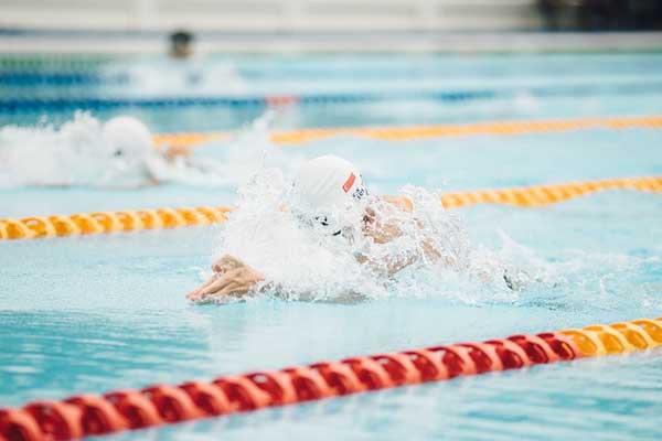 Schwimmen zum Fithalten
